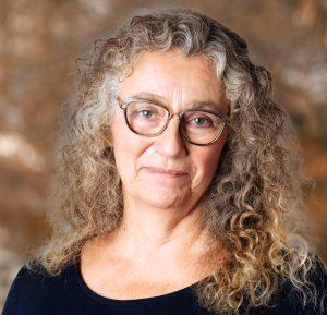 Photo of veterinarian Dr. Lynn Babbitt
